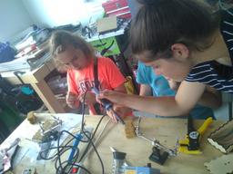 Produire de l'électricité : le chargeur solaire USB - Zombie Apocalypse Labs
